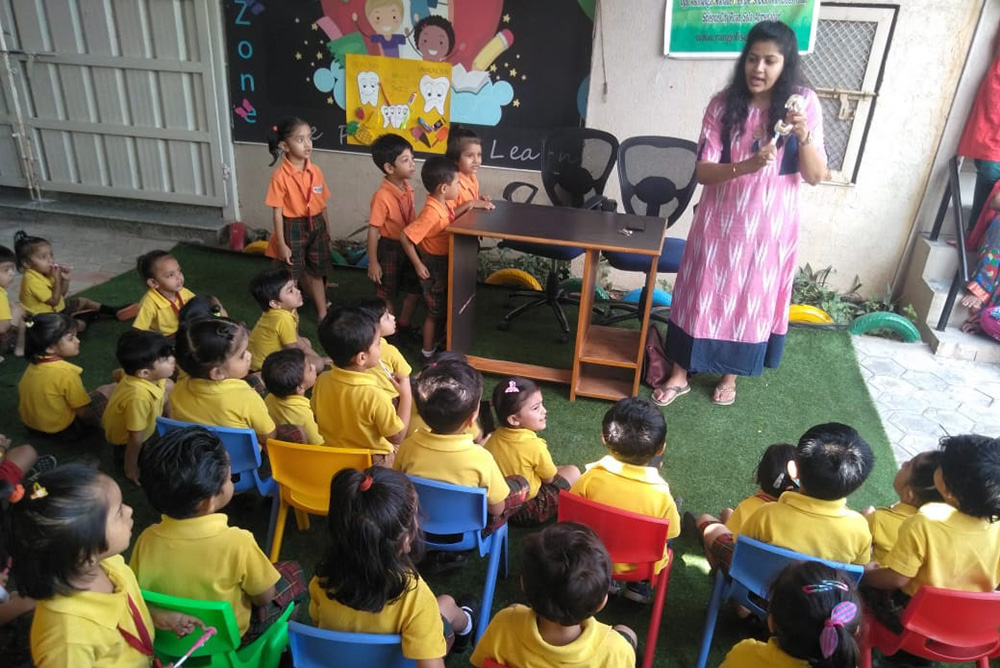 Brushing Technics teach by Dr. Nupur Shah at Rangoli School science city  road